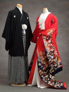 Kimono merupakan pakaian tradisional Jepang berbentuk mantel lengan panjang yang didesain menyerupai huruf T.