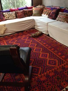 New kelim rug - Bohemian Home Living Room Dream Home Design, House Design, Cushion Inspiration, Rug World, Textiles, Moroccan Style, Rugs On Carpet, Carpets, Colorful Furniture
