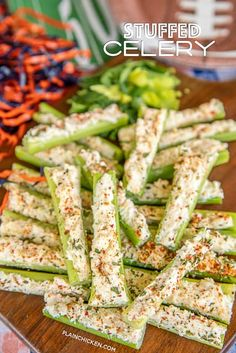 Italian Cream Cheese Stuffed Celery – outrageously good with only 5 ingredients! A party favorite! Can make in advance and refrigerate until ready to serve. Celery, cream cheese, Italian dressing mix, mayonnaise, and mozzarella cheese. Make Ahead Appetizers, Italian Appetizers, Cheese Appetizers, Holiday Appetizers, Appetizer Recipes, Chicken Appetizers, Delicious Appetizers, Appetizer Ideas, Party Recipes