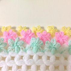 Creative ideas about diy and crafts. Loom Flowers, Crochet Flowers, Crochet Purse Patterns, Stitch Patterns, Rainbow Crochet, Crochet Baby, Filet Crochet, Crochet Doilies, Labor