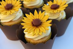 gumpaste sunflower.