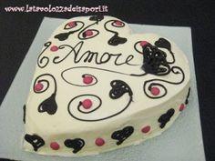 Torta a Cuore con Crema Chantilly   http://www.latavolozzadeisapori.it/ricette/torta-a-cuore-con-crema-chantilly