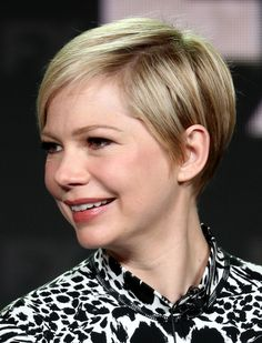 Michelle Williams Pixie - Michelle Williams stuck to her signature pixie cut when she attended the 2019 Winter TCA Tour. Michelle Williams Pixie, Long Hair With Bangs, Haircuts For Long Hair, Haircut For Big Forehead, Super Short Hair, Blonde Color, Hair Color, Pixie Haircut, Pixie Bangs