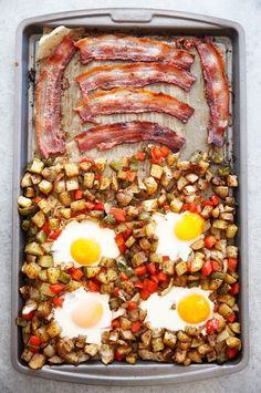 This Sheet Pan Classic Breakfast is made up of Eggs Bacon & Home Fries and comes together in a pinch and made using only ONE PAN. It's a great one pan breakfast bake that is perfect for a weekend brunch or breakfast to feed a crowd with little to no mess! Breakfast Bake, Breakfast Recipes, Breakfast Ideas, Clean Breakfast, Mexican Breakfast, Breakfast Sandwiches, Breakfast For Dinner, Breakfast Bowls, Biscuits Graham