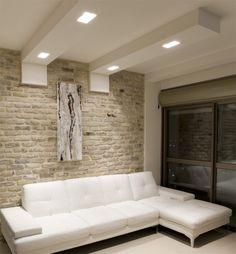 faux-plafond-salon-élégant-canapé-blanc-spots-led faux plafond