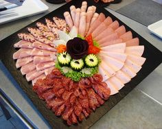 62 ideas for cheese platter presentation cold cuts Food Platters, Cheese Platters, Cheese Dishes, Tapas, Meat Platter, Food Carving, Food Garnishes, Party Buffet, Food Decoration