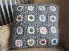 Granny Square cushion cover / kussenhoes van CorineCreative op Etsy