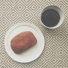 おはよう。ワンダーフォーゲルで始まる9月。なんだか良い予感。 #coffee #珈琲 #コーヒー #朝ごパン #パン #ソーセージカレーパン #カレーパン #刺し子 #nowplaying #くるり #ワンダーフォーゲル #9月