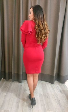 Sexy red dress dinner wedding nye bodycon red dress long curly hair tigereyehair @alexandrina2910 high heels black heels long sleeve red dress