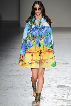 See the complete Stella Jean Spring 2015 Ready-to-Wear collection.