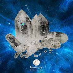 Edelsteine und Kristalle sind kostbare Geschenke von Mutter Erde an uns. Gewachsen in unvorstellbar langen Zeiträumen in ihrem Schoß verbinden sie uns unmittelbar mit den Naturgewalten. Atlantis, Movie Posters, Art, Astrology, Mother Earth, Spiritual, Ghosts, Rhinestones, Crystals