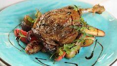 Foto: Tone G. Johannesen / NRK Naan, Steak, Pork, Beef, Baking, Duck Confit, Kale Stir Fry, Meat, Bakken