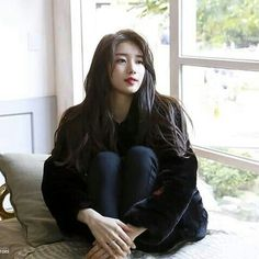 Suzy - Cosmopolitan Korea Magazine October Issue Behind Cut Stunning Girls, Beautiful Asian Girls, Most Beautiful Women, Korean Actresses, Korean Actors, Korean Beauty, Asian Beauty, Miss A Suzy, Idole