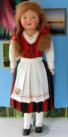 Finnish doll in traditional costume Folk Costume, Costumes, Dolly Doll, Kids Study, Costume Patterns, Hand Puppets, Madame Alexander, Marimekko, Vintage Dolls