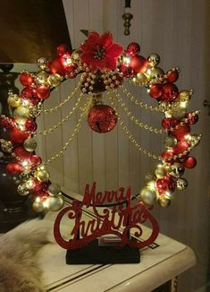 Easy Christmas Decorations, Christmas Centerpieces, Diy Christmas Ornaments, Diy Christmas Gifts, Christmas Projects, Simple Christmas, Holiday Crafts, Christmas Wreaths, Lighted Centerpieces