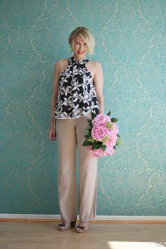 A fashion blog for women over 40 and mature women http://glamupyourlifestyle.blogspot.de/  Blouse, Pants, Shoes: Dorothee Schumacher