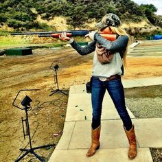 Country girl with gun wearing casual, raw, american outfit: blue jeans, cowboy boots and camo baseball cap Country Girl Outfits, Country Girl Style, Country Life, Country Girls, My Style, Country Girl Fashion, Country Girl Photos, Cowgirl Fashion, Country Quotes