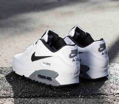 Nike Air Max 90 Essential – White / Black – Cool Grey