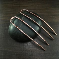 These copper wire hair pins ✨ are handcrafted with recycled electrical wire. ♻️ This is a set of 2 hair pins - perfect for messy buns. Etsy Jewelry, Hair Jewelry, Jewelry Gifts, Jewlery, Hammered Copper, Copper Wire, Bohemian Accessories, Hair Accessories, Hair Twisters