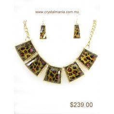 Set de collar y aretes en base dorada con detalles atigrados estilo 30261