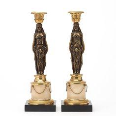 Par de casticais Franceses de finais dos sec.18th em bronze e marmore, 35,5cm de altura, 12,980 USD / 11,680 EUROS / 42,650 REAIS / 86,780 CHINESE YUAN