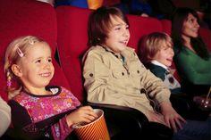 Cuándo llevar a un niño al cine por primera vez - http://madreshoy.com/cuando-llevar-nino-al-cine-primera-vez/