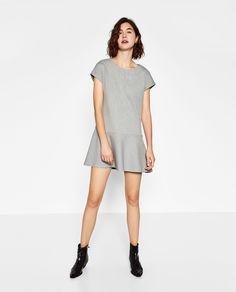 Image 1 de ROBE À JUPE CAPE de Zara