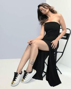 Jennifer winget cute and hot bollywood Indian actress model unseen latest very beautiful and sexy wedding smile images of her body curve sou. Jennifer Winget, Black Tube Dress, Jennifer Love, Hd 1080p, Hottest Photos, Bollywood Actress, Bollywood Girls, Indian Actresses, Strapless Dress Formal
