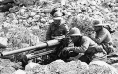 """Bersaglieri (""""SHARPSHOOTERS"""") with 75mm A/T - A/P gun: N-Africa. WWII."""