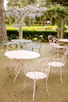 majestic and jazzy — would like these please, thank you. Painted Outdoor Furniture, Iron Furniture, Garden Furniture, Pink Furniture, Cafe Furniture, Porch Furniture, Jardin Style Shabby Chic, Shabby Chic Garden, Modern Dining Chairs