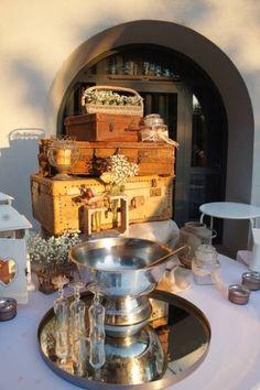ONE DAY EVENT,  decoration vintage wedding, luggages, valises beiges
