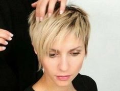 The glamorous long pixie hairdo is perfectly smooth and looks glossy. The hairdo fits out to ladies who want to look wonderful and they seem to have a long face Bob Hairstyles With Bangs, Short Pixie Haircuts, Hairstyles Haircuts, 2018 Haircuts, Ladies Short Hairstyles, Pixie Bangs, Short Bangs, Trending Hairstyles, Thin Hair Cuts