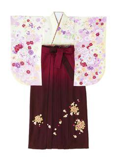 着物:クリーム/ローズシャドー 袴:ワイン・黒 ボカシ刺しゅう Kimono: cream / Rose shadow Hakama: burgundy & black / Gradation embroidery