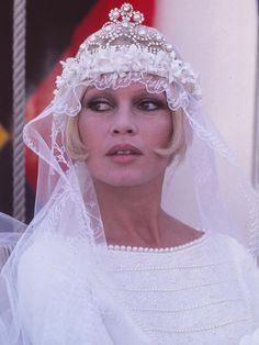robe de mariée brigitte bardot - Hledat Googlem