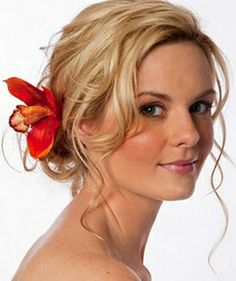 loose curls & updo, perfect for a beach or destination style wedding #bridal #hairstyles