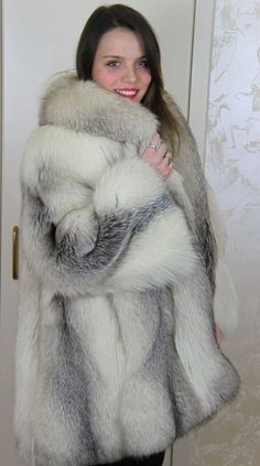 Fox Fur Jacket, Fox Fur Coat, Stunning Brunette, Queen Photos, Chloe Sevigny, Fabulous Furs, Cashmere Coat, Snow Queen, White Fur