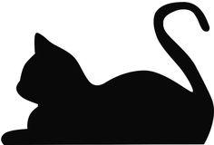 KAtze liegend Get this quick pet silhouette art project and other fab DIY projec. - KAtze liegend Get this quick pet silhouette art project and other fab DIY projects for your best fr - Silhouette Chat, Silhouette Images, Flower Silhouette, Silhouette Tattoos, Animal Silhouette, Silhouette Projects, Cat Quilt, Wood Cutouts, Cat Crafts
