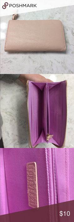 Wallet Upset cute wallet! In great shape Forever 21 Bags Wallets
