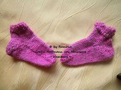 ~ NEU ~ handgestrickte Babysocken ~ Sneaker ~ Fußlänge ca. 8,5 cm ~ (0012)