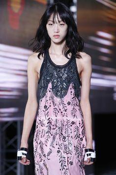 Louis Vuitton Spring 2016 Ready-to-Wear Fashion Show - Fernanda Hin Lin Ly
