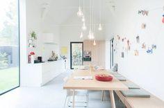 Voel steeds meer voor een bank tegen de muur aan een heel lange eettafel. Prachtig huis van mijn favo interieurwinkel Moose In The City (Antwerpen)
