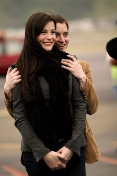 Liv Tyler and Elijah Wood, leaving New Zealand after The Return Of The King Premiere, December 2003 Elijah Wood, Fellowship Of The Ring, Lord Of The Rings, Beautiful Smile, Beautiful People, Lotr Cast, J. R. R. Tolkien, Into The West, The Two Towers