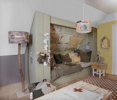 a cozy sleeping nook. I love the maps on the ceiling! Attic Bedrooms, Home Bedroom, Kids Bedroom, Bedroom Decor, Baby Decor, Kids Decor, Home Decor, Ideas Habitaciones, Sleeping Nook
