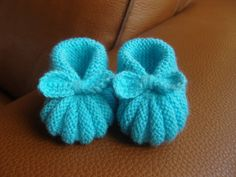 Baby Knitting Patterns Free Newborn, Baby Dress Patterns, Crochet Stitches, Knit Crochet, Knitted Booties, Baby Slippers, Heirloom Sewing, Free Pattern, Creations