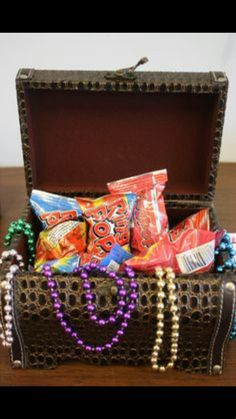 Treasure box filled with pearls and treats #pirate #party #easy #diy #idea