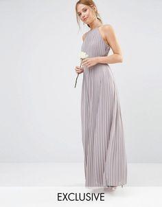 Vestido largo con diseño plisado y escote subido de TFNC WEDDING