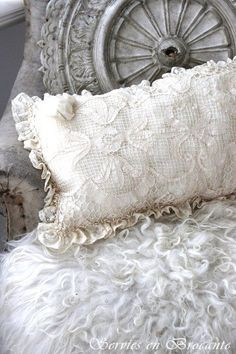 Old Pillows, Cushions, Throw Pillows, Pillow Talk, My Dream Home, French Vintage, Sewing Crafts, Cool Pictures, Shabby Chic
