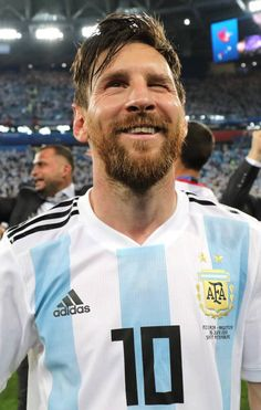 U luk so cute like this. Messi Argentina 2018, Argentina Football Team, Messi Pictures, Messi Photos, Sports Pictures, Messi Soccer, Messi 10, Lionel Messi Barcelona, Fc Barcelona