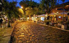 Búzios, Rio de Janeiro!  #buzios #riodejaneiro #brazil #viajaporelmundoweb #nickisix360 #elmundito #rtw #traveling #travelers #travel #trip #pic #nice #beautiful #beautifulplace #wonderfulplaces #placeofworld #places #lugaresmaravillosos #hermososlugares #viajeros #viajes #viajando #traveltime #traveladdict #night
