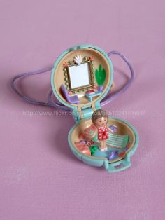 Little Lulu Seaside Locket 1991 (Also, my very first Polly Pocket. Childhood Toys, Childhood Memories, Polly Pocket World, Poly Pocket, Growing Up British, Old School Toys, Vintage Dolls, Bracelet Watch, Alchemy